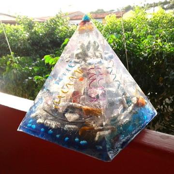Orgonite de Cristais Super Piramide 1,5 Kg Azul