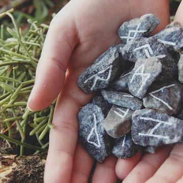 Conjunto de runas em pedra CR01