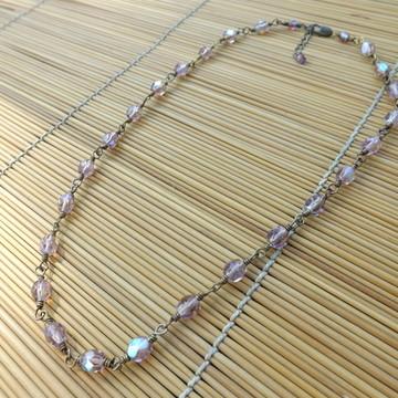 colar de cristal lilás furta-cor