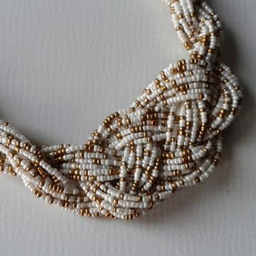 Maxi Colar De Miçangas Brancas/Douradas