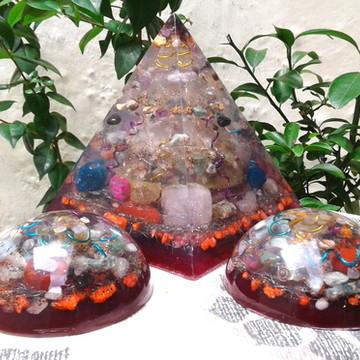 Kit Orgonite de Cristais Super Piramide e Dome Violeta