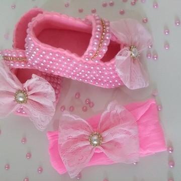 Sapatinho de bebê pérolas Luxo com Faixa em meia de seda.
