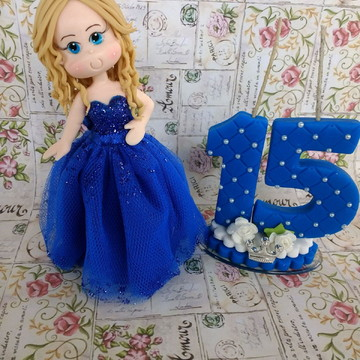 Debutante com vestido azul Royal