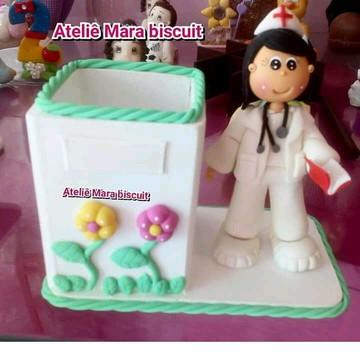Porta caneta enfermeira em biscuit