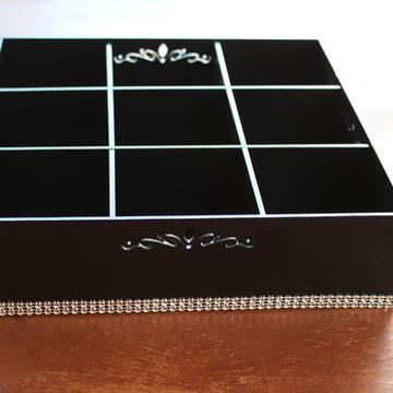 Bandeja/caixa grande com divisória - MDF pintada com strass