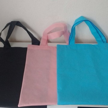 kit 50 sacolas em tnt 40 x40 cm