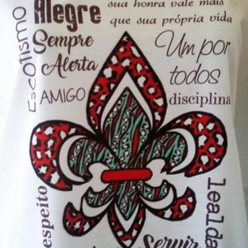 Camiseta Flor de Lis Estilizada