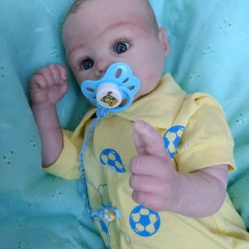 Bebê reborn menino, olhos abertos, cabelos pintados