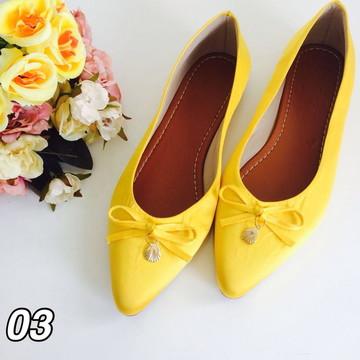 Sapatilha amarela delicada e linda