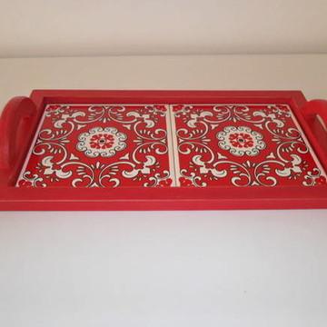 bandeja vermelha com azulejos (vendida)