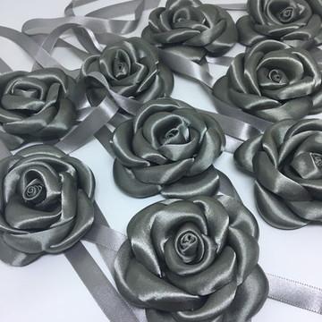 Corsage de rosa em cetim Chumbo (prata)
