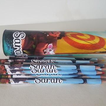 Lápis de cor na lata