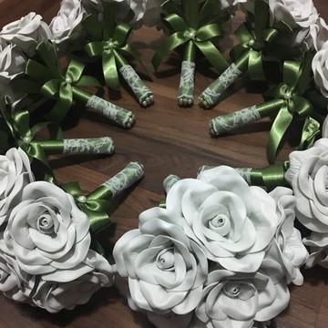 Buque de flores para damas e madrinhas com renda