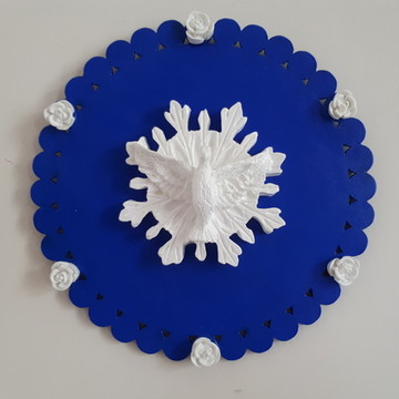 Placa de mdf azul royal decorada com Divino e mini rosas