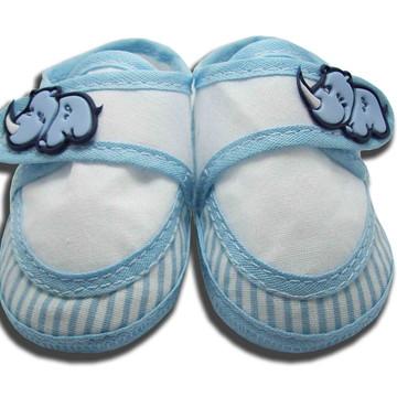Sapatinho de Bebê Sapatênis Azul Claro e Branco Listrado