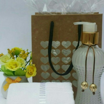 Sabonete líquido 200ml no vidro cintura com toalha de lavabo