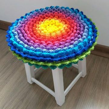 Capa de crochê para banco arco-íris