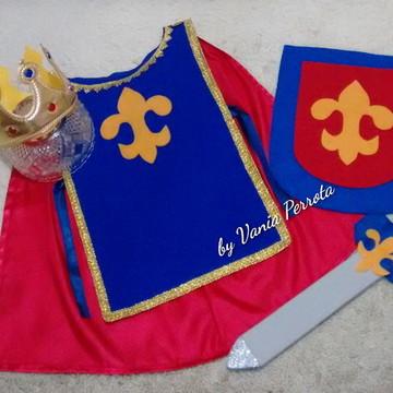 Cavaleiro Medieval com Espada e Escudo