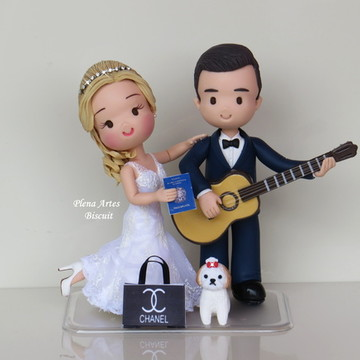 Noivo co violão, noiva com seu pet