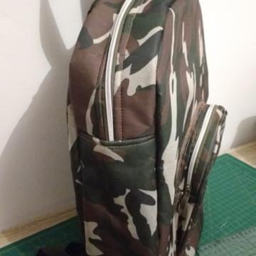 Mochila camuflada