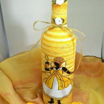 Garrafa decorada com barbante orixás Oxum