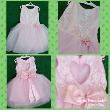 Vestido de princesa rosa com renda e tule