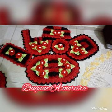 Jogo de banheiro com flore vermelhas