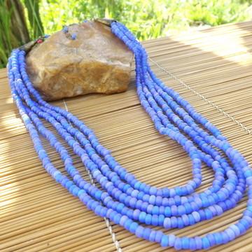 colar de miçangas azul royal matte