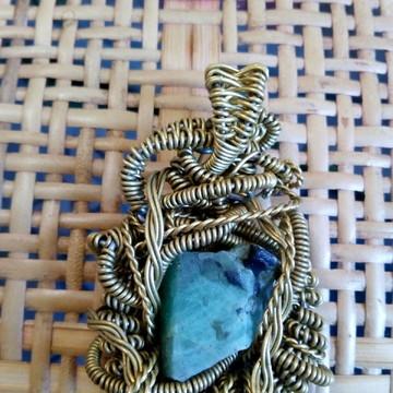 Colar com pedra natural esmeralda