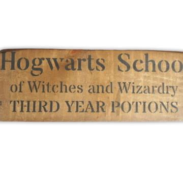 """Caixa Harry Potter Hogwarts de Magia e Poções """"P"""" 15% OFF"""