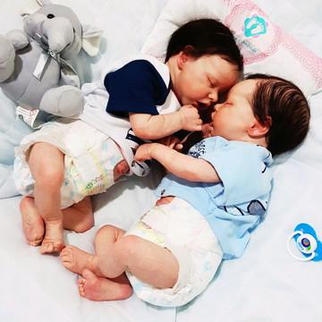 Gêmeos Reborn Twin A e Twin B Lindos Dois bebês juntos