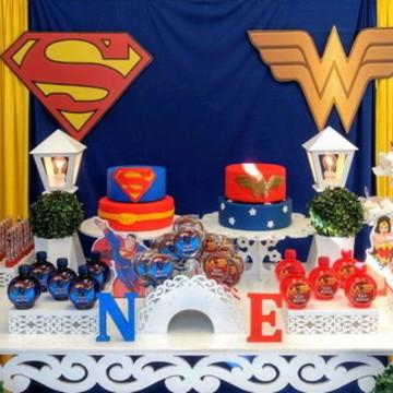 Aluguel de Decoração Super Man e Mulher Maravilha