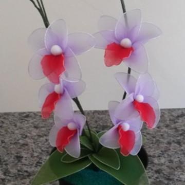 Vaso com flores em meia de seda