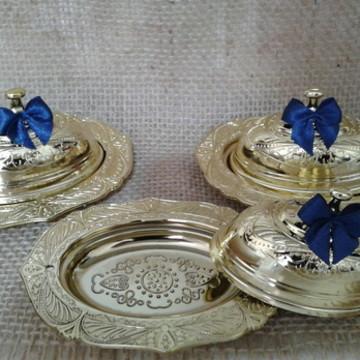 Cúpulas para doces decoradas com laço