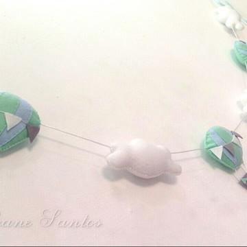 Varal de balões e nuvens