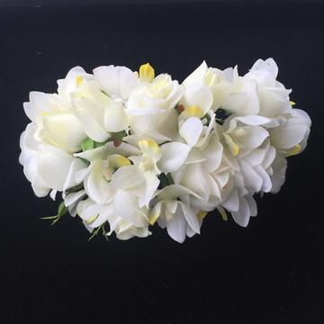 Arranjo look natural como mini orquídeas e rosas