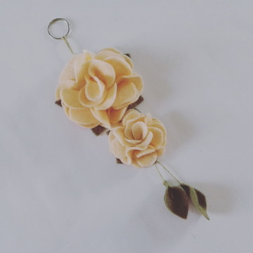 Chaveiro de Flor de Feltro – Nude