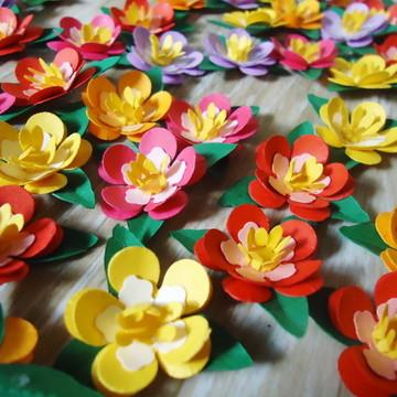 50 mini flor de papel com folha