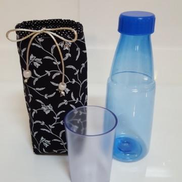 Kit Porta garrafa arabesco + garrafa de acrílico com copo