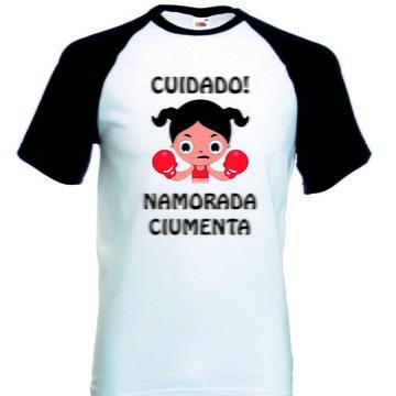 Camiseta Raglan Manga Curta Namorada Ciumenta