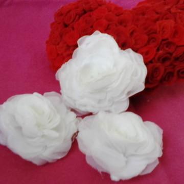 3 Rosas de tecido Voal com Bico de pato