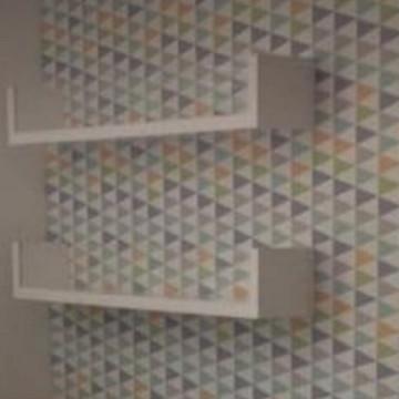 Prateleira decorativa em U com acrilico 80 cm