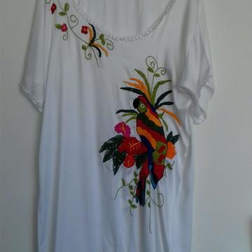 Vestido bordado arara