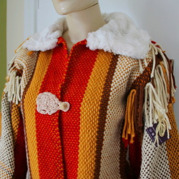 Jaqueta feita em tear manual , crochê e veludo