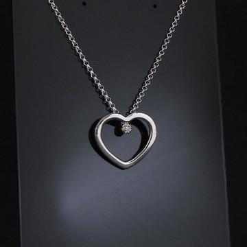 Gargantilha de prata coração