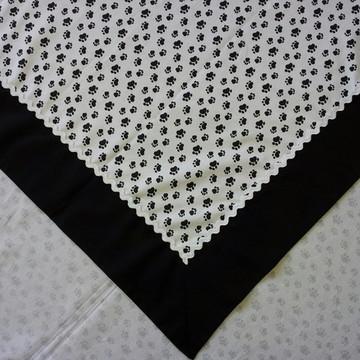 Toalha de mesa quadrada com barrado