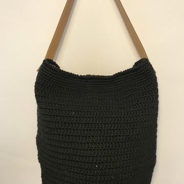 Bolsa de crochê com alça de couro - preta