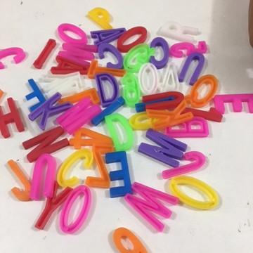 Letras e Números de Plástico 100 unidades