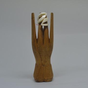 Anéis esculpidos a mão