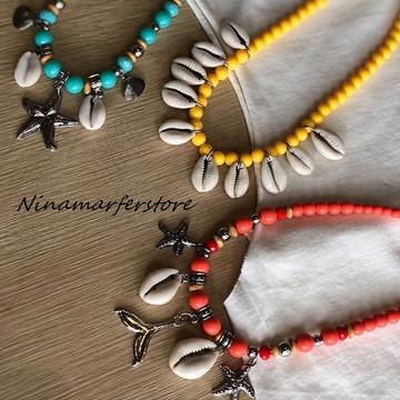 Maxi colar de bolinhas com pingentes de búzios